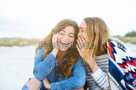 mulher risadinha sorrisos lazer estilo de