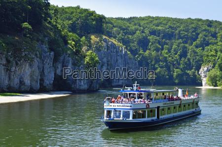 navegacao turismo danubio paisagem natureza barco